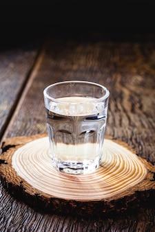 Kubek cachaki, brazylijski napój destylowany z trzciny cukrowej, miejsce na kopię
