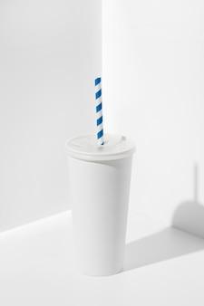 Kubek do napojów fast food pod wysokim kątem