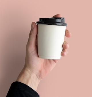 Kubek orzeźwiający z ciepłym napojem