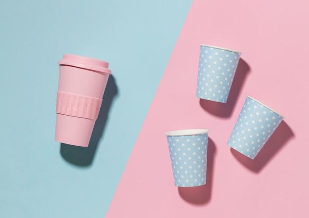 Kubek wielokrotnego użytku z plastikowymi kubkami