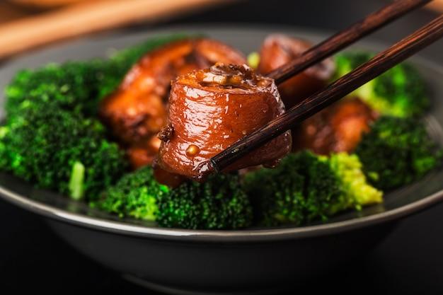 Kuchnia chińska: duszony ogon wieprzowy