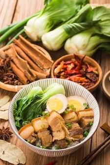 Kuchnia chińska - duszony ryż wieprzowy