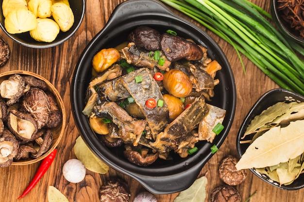 Kuchnia chińska duszony żółw kasztanowy