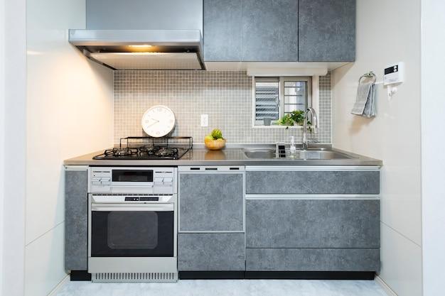 Kuchnia czysta systemowa, kolor szary, w pokoju