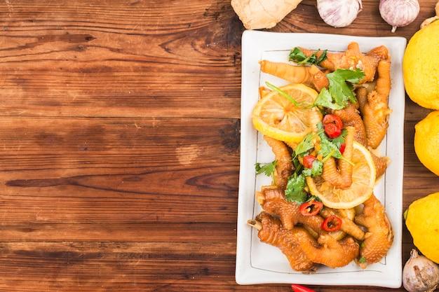 Kuchnia domowa: świeże skrzydełka kurczaka z cytryną