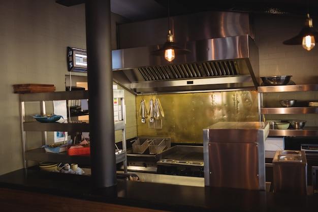 Kuchnia handlowa w restauracji