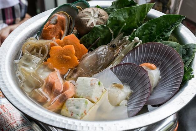 Kuchnia japońska. gorący garnek