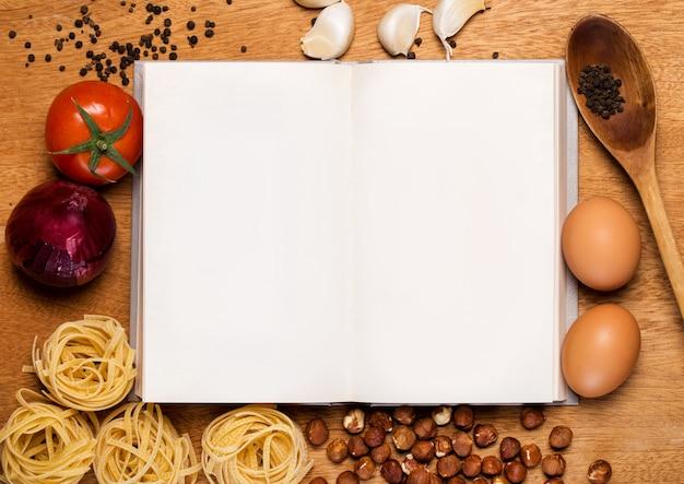 Kuchnia. książka kucharska i jedzenie