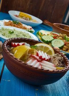 Kuchnia meksykańska , tradycyjne różnorodne dania, widok z góry.