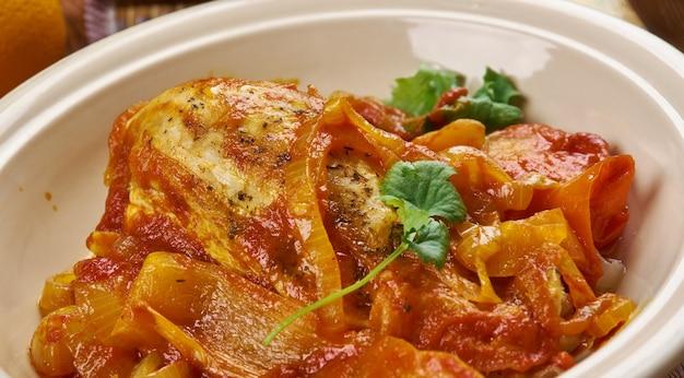 Kuchnia portugalska - galinha africana, tradycyjne dania portugalskie, kurczak po afrykańskim stylu