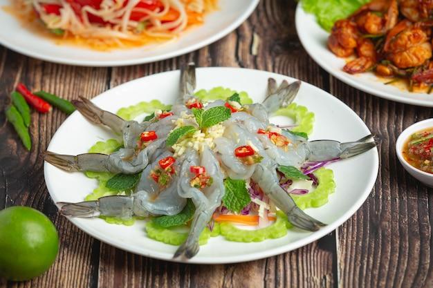Kuchnia tajska; krewetki w pikantnym sosie rybnym
