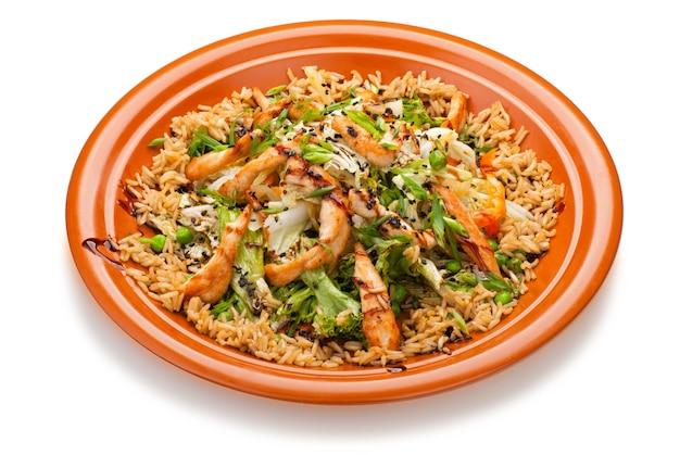 Kuchnia tajska - smażony ryż z kurczakiem i warzywami