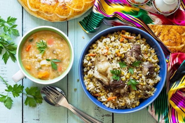 Kuchnia wschodnia domowa zupa z fasolą mung i ryżem z fasolą mung i wołowiną