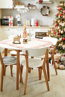 Kuchnia z dekoracją świąteczną