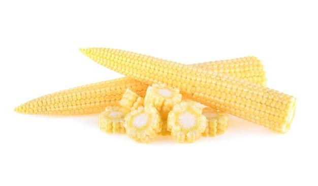 Kukurydza baby na białym tle