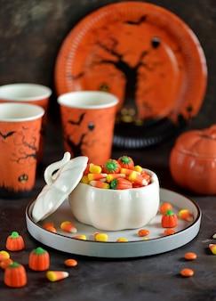 Kukurydza candy i dynia cukierki na halloween.