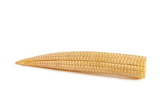 Kukurydza na białym tle. kukurydza na białym tle na białym jednorodnym tle, ścieżka przycinająca, pełna głębia ostrości.