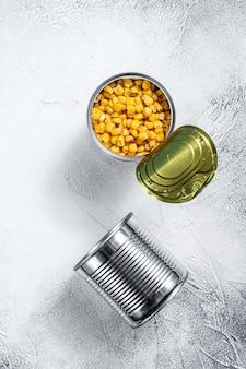 Kukurydza w puszce w puszce