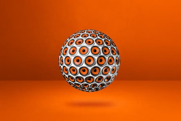 Kula głośników na białym tle na pomarańczowym studio