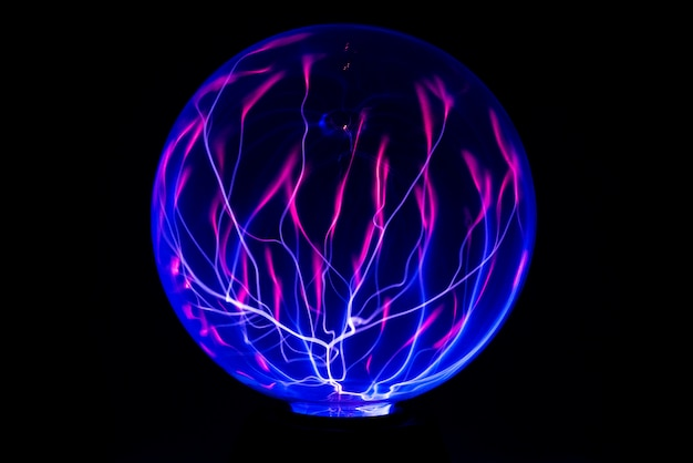 Kula ognia energii elektrycznej. streszczenie zdjęcie fal elektrycznych. elektryczność statyczna - czas obrazu