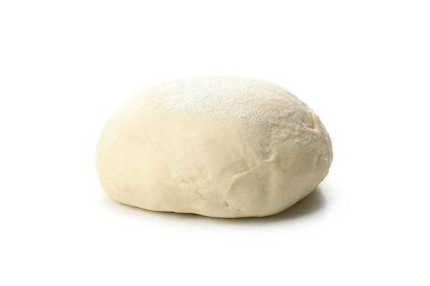 Kulka świeżego ciasta na białym tle
