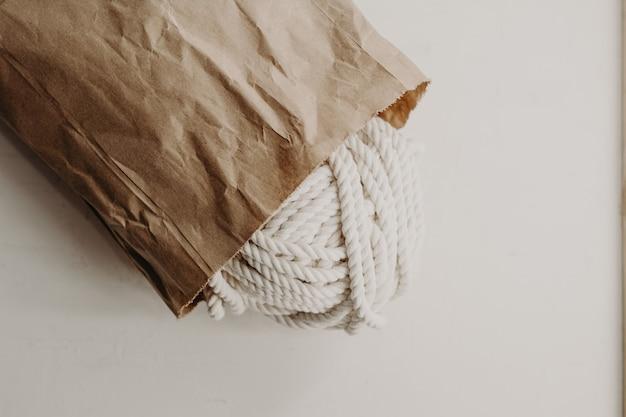 Kulki z przędzy bawełnianej do produkcji makramy.