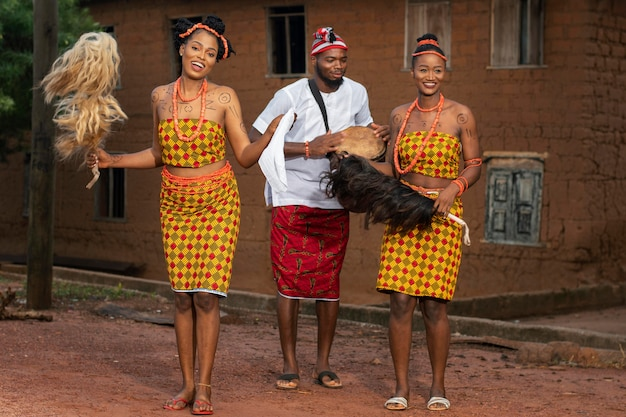 Kultura lokalna z nigeryjskimi tancerzami