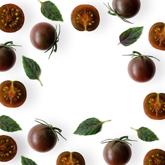 Kumato pomidorki koktajlowe z listkami bazylii