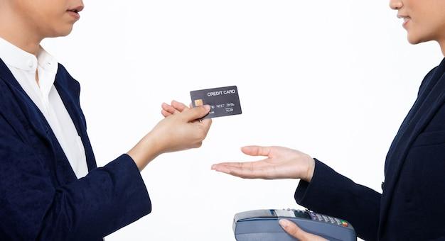 Kup kup zapłać z płatnością zbliżeniową bezgotówkowe społeczeństwo zakupy online