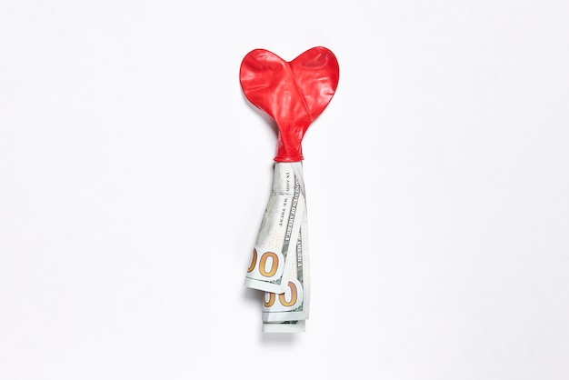 Kup miłość koncepcja balon w kształcie serca i pieniądze pieniądze i miłość miłość do koncepcji pieniędzy
