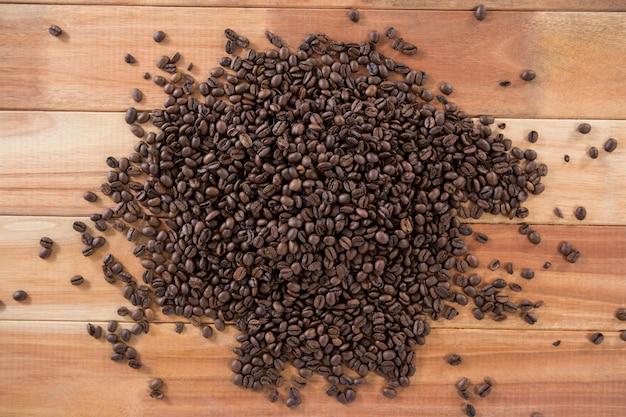 Kupie palonych ziaren kawy