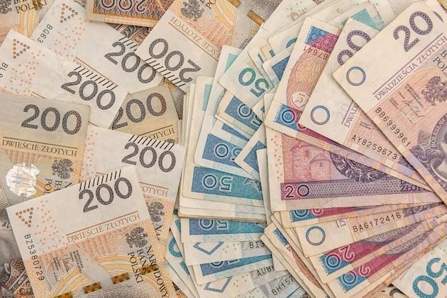 Kupie różne polskie pieniądze. ścieśniać
