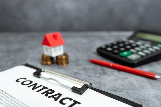 Kupowanie pomysłów na nowy dom, umowa ubezpieczenia nieruchomości, umowa sprzedaży domu, obliczanie kosztów domu, oszczędzanie pieniędzy gospodarstwa domowego, sprzedaż abstrakcyjna kupowanie własności nieruchomości