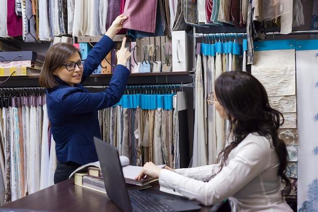 Kupuj, pokazuj tkaniny i akcesoria do wnętrz