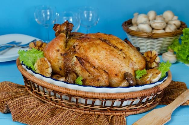 Kurczak pieczony w całości nadziewany kaszą gryczaną i grzybami