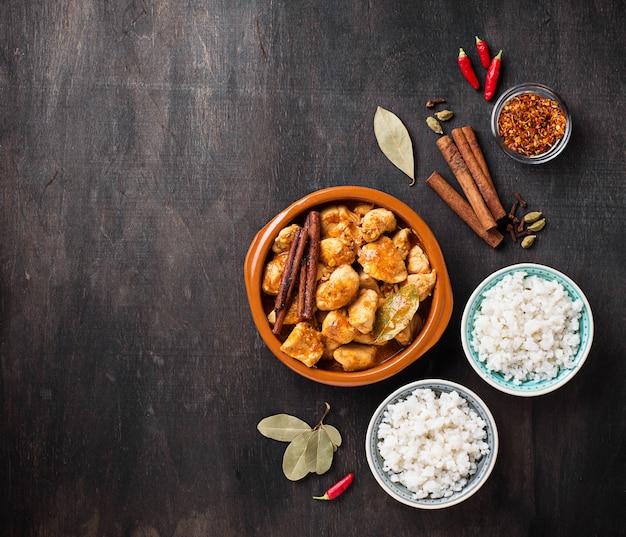 Kurczak tikka masala. tradycyjne indyjskie danie