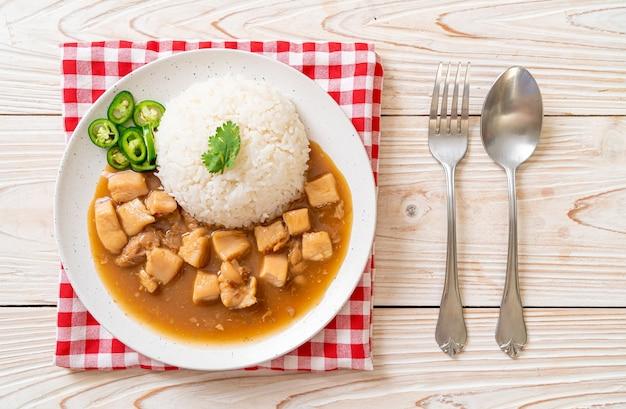 Kurczak w sosie brązowym lub sosie z ryżem