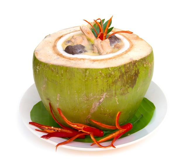Kurczak w zupie z mleka kokosowego thaifood w stylu curry