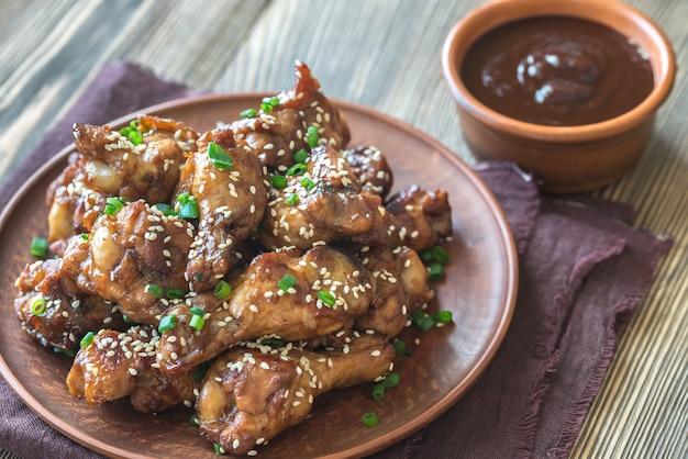 Kurczakowe skrzydełka teriyaki z sosem barbecue