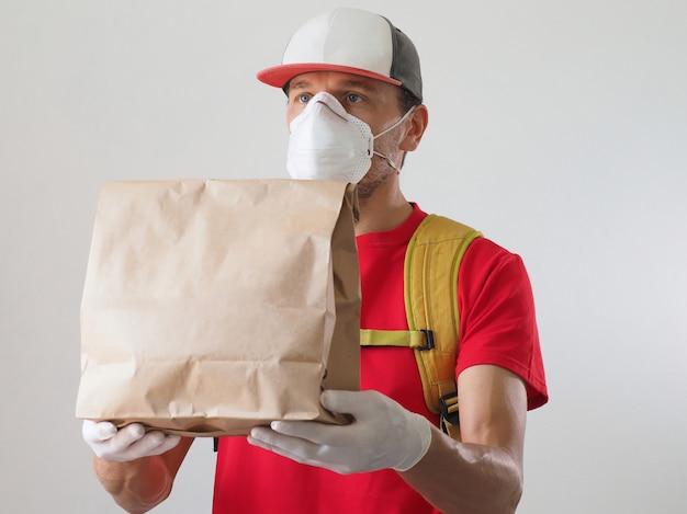 Kurier bezpieczna dostawa żywności podczas koronawirusa.