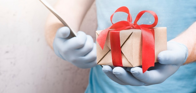 Kurier dostarczył prezent do twojego domu