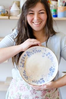Kursy ręcznie robionej ceramiki dla hobby. klasa mistrzowska w warsztacie.