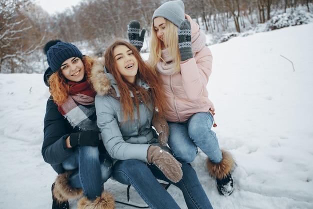 Kurtka zimowa pogoda park przyjaźni