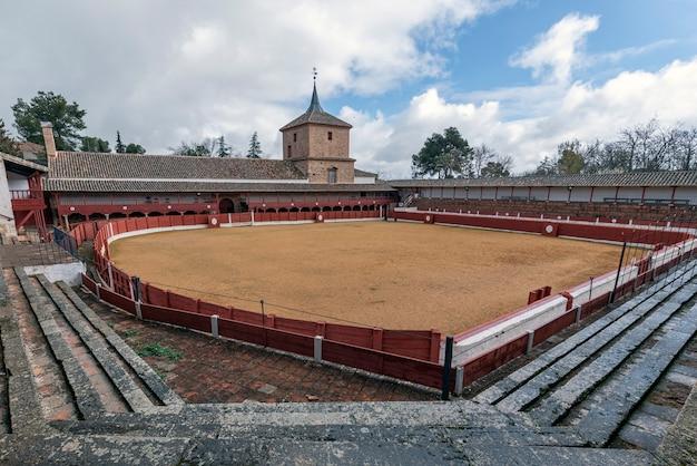 Kwadratowa arena walki byków w miejscowości las virtudes w santa cruz de mudela