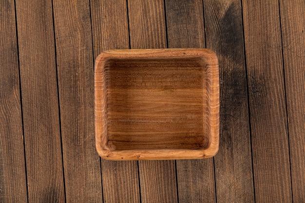 Kwadratowa brązowa pusta naturalna drewniana miska