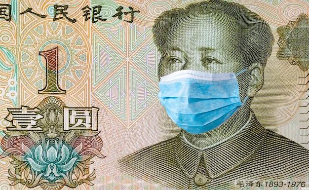 Kwarantanna w chinach, banknot 1 juanów z maską medyczną.