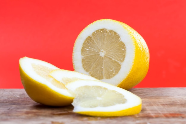 Kwaśna żółta cytryna