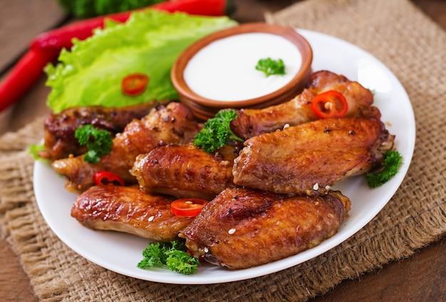 Kwaśne skrzydełka z kurczaka i sos