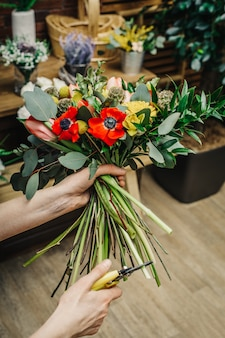 Kwiaciarnia wycina bukiet