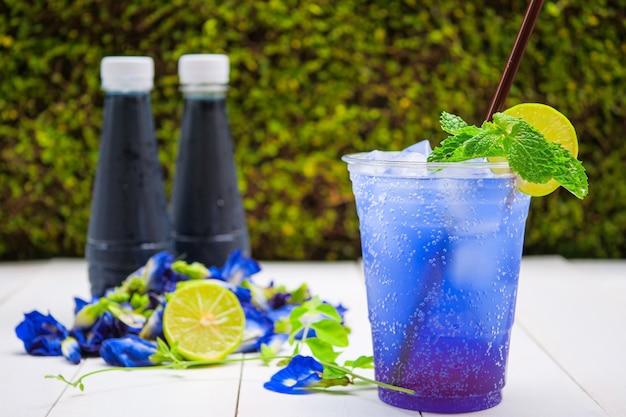 Kwiat grochu i soda z limonki, letnie napoje